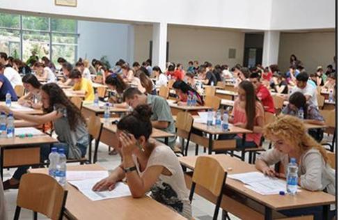 Tezat e provimeve në universitet nga Sindorela Salaj